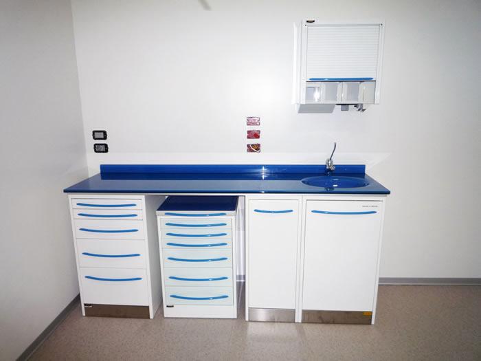 Produzione arredamento per lo studio dentistico - mobili per dentisti